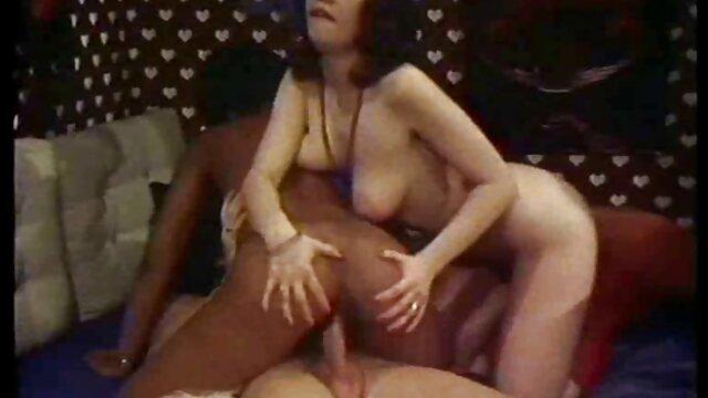 Die Brünette in Rot oma sex free porn - LC06